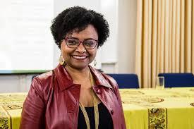 Educação, identidade negra e formação de professores/as: um olhar sobre corpo negro e cabelo crespo e